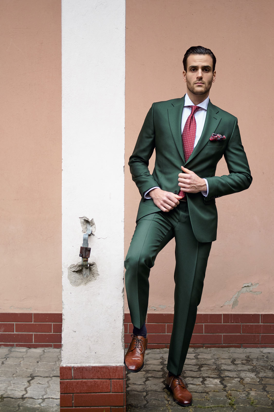 1ccf1a64baeae ... Zielony garnitur męski szyty na miarę. promocja; nowość